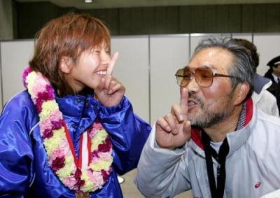 新谷仁美,小出監督